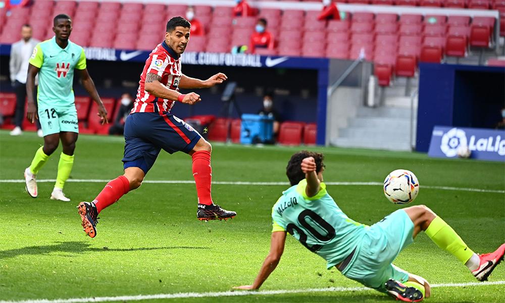 Trong hơn 20 phút hiện diện trên sân, Suarez dứt điểm bốn cú, ghi hai bàn, có một kiến tạo và một đường chuyền quyết định. Anh được trang Whoscored chấm điểm 8,88 trong thang điểm 10. Ảnh: ATM