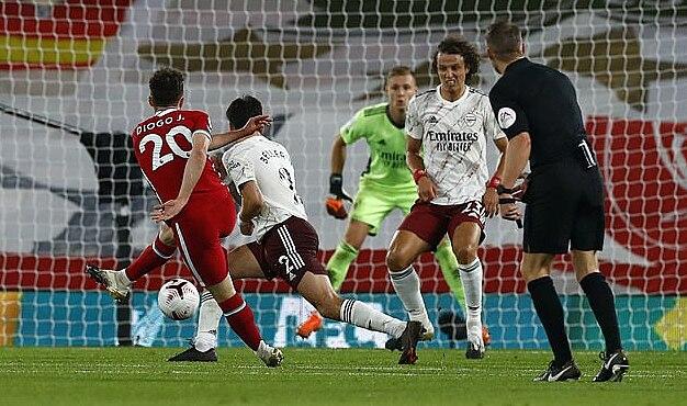 Jota (số 20) ghi bàn ấn định tỷ số 3-1 ở lần dứt điểm thứ ba từ khi vào sân thay người. Ảnh: PA.