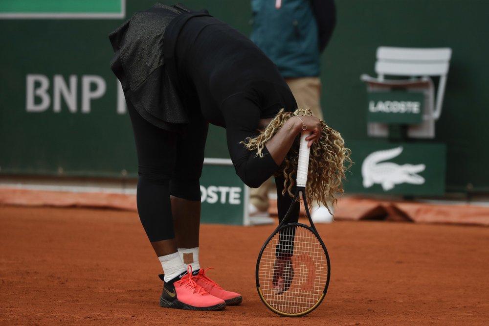 Serena tái phát chấn thương trong set hai trận gặp Ahn ở vòng một. Ảnh: AP.