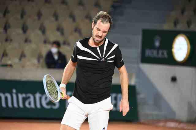 Gasquet thất vọng sau khi bị loại ngay vòng một Roland Garros. Giải năm nay, anh không được xếp hạt giống. Ảnh: AFP.