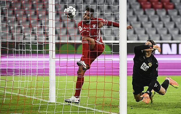 Tolisso mở tỷ số cho Bayern bằng cú đá bồi cận thành. Ảnh: AP.