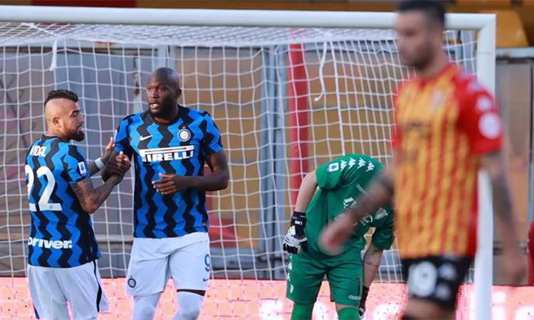 Lukaku (thứ hai từ trái sang) đã có ba bàn tại Serie A mùa mới. Ảnh: ANSA