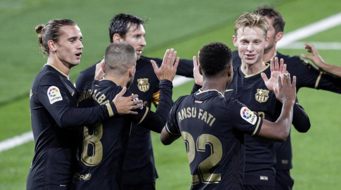 Tài năng trẻ Ansu Fati chia vui với các đồng đội sau khi ghi bàn mở tỷ số vào lưới Celta Vigo. Ảnh: Reuters.