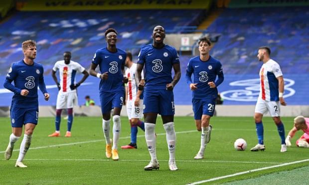 Niềm vui của Zouma khi nhân đôi cách biệt cho Chelsea. Ảnh: CFC.