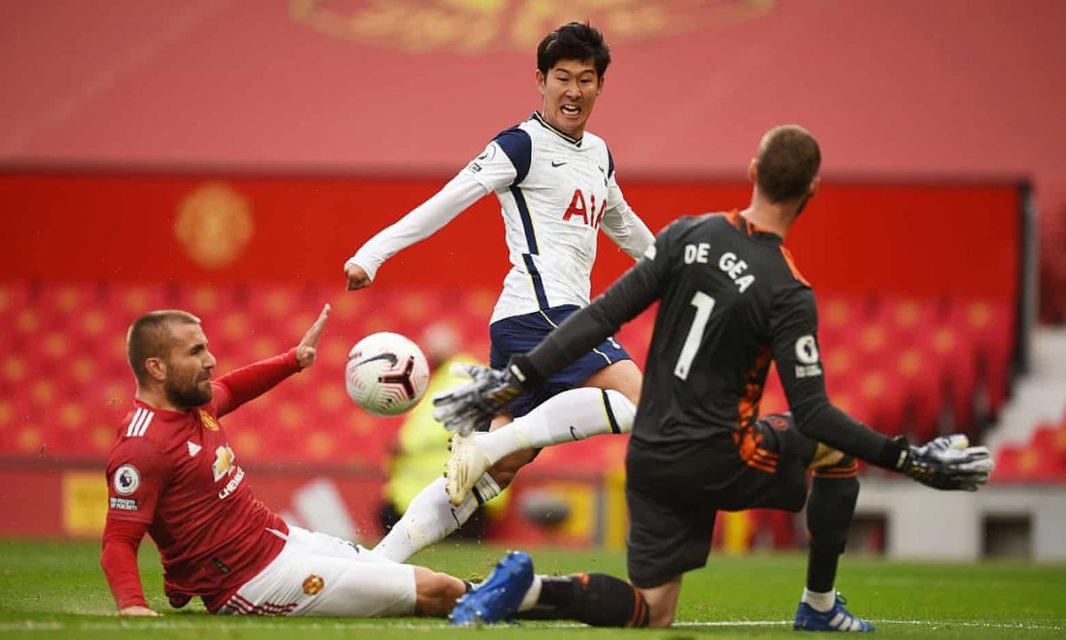Son Heung-min dứt điểm qua người Luke Shaw và De Gea, giúp Tottenham dẫn lại 2-1. Ảnh: Reuters.