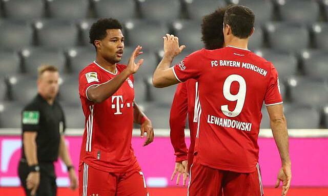 Gnabry (trái) tỏa sáng trong chiến thắng của Bayern. Ảnh: Reuters