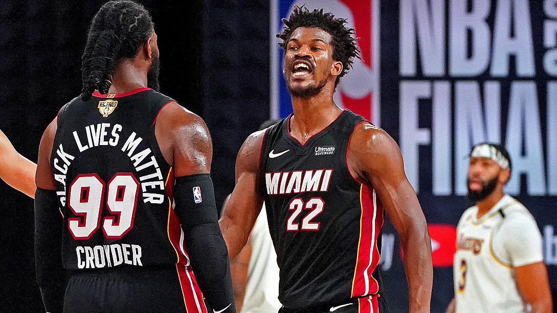 Butler (phải) giúp Heat rút ngắn tổng tỷ số chung kết xuống 1-2. Ảnh: NBA.