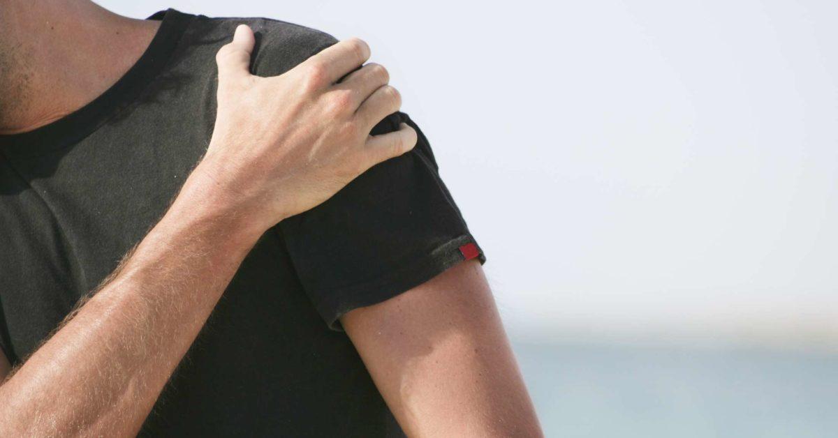 Nếu cơn đau vai do chạy bộ nghiêm trọng, bạn nên thăm khám bác sĩ để xác định nguyên nhân, cách khắc phục.