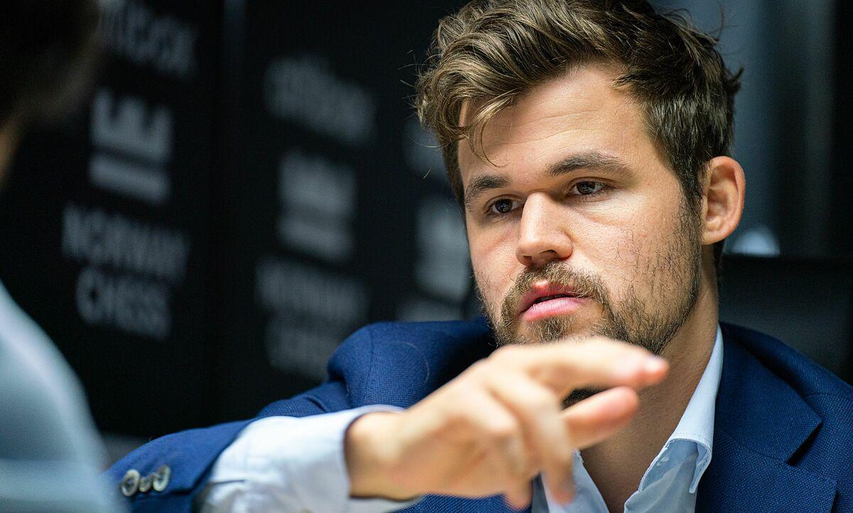 Carlsen chơi mạo hiểm với tốt chồng ba, nhưng tạo ra thế tấn công thành khó chống đỡ. Ảnh: Lennart Ootes/Norway Chess