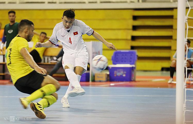 Pha ghi bàn ấn định chiến thắng 4-2 của Đoàn Phát diễn ra ở những giây cuối trận đấu. Ảnh: Đức Đồng.