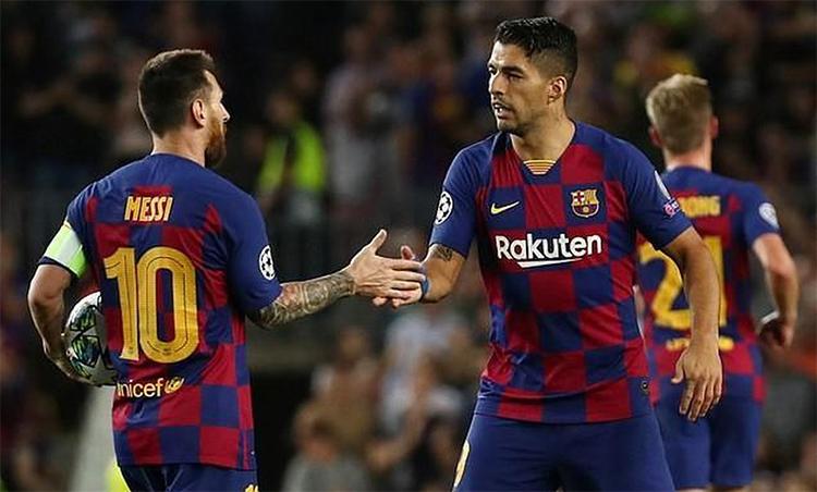 Suarez là cầu thủ ghi bàn nhiều thứ ba cho Barca, chỉ kém Messi và huyền thoại Cesar Rodriguez. Ảnh: Reuters.