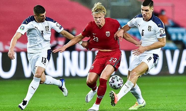 Tài năng của Haaland không đủ để giúp Na Uy vượt qua Serbia. Ảnh: AP.