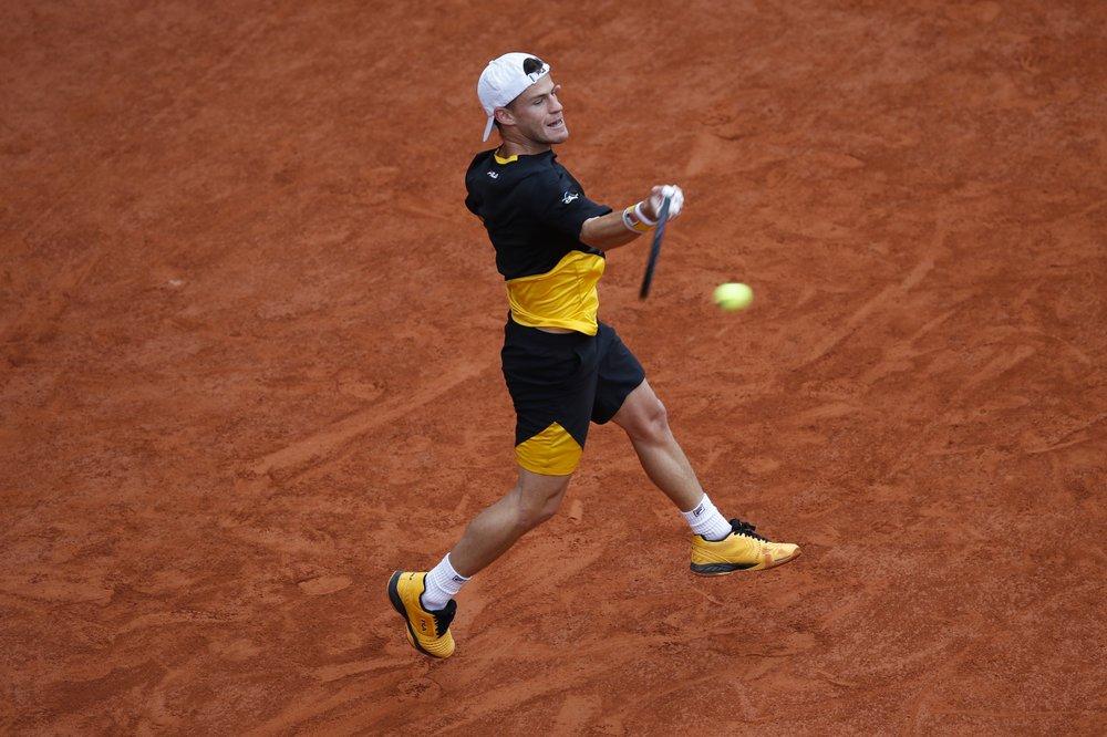 Schwartzman không thể trở thành người thứ ba hạ được Nadal ở Roland Garros. Ảnh: AP.