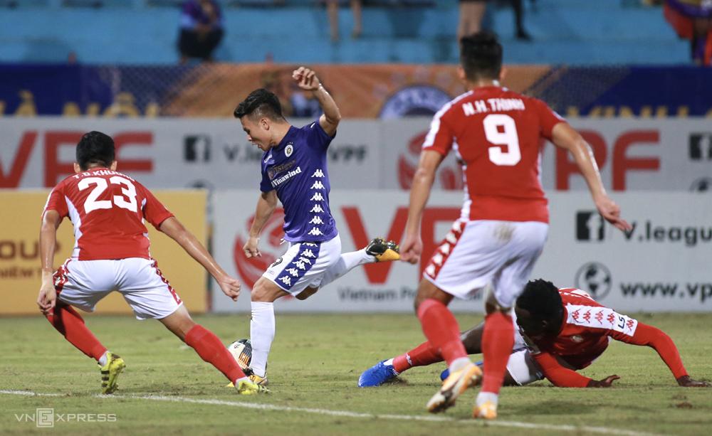 Quang Hải cắt được 13 trận tịt ngòi tại V-League khi ghi bàn ấn định tỷ số 2-0 ngày Hà Nội tiếp đón TP HCM. Ảnh: Lâm Thoả