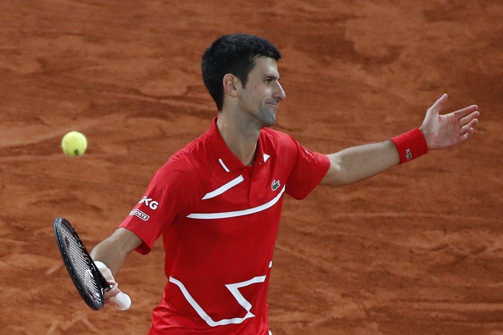 Djokovic mắc 52 lỗi tự đánh hỏng, so với 14 của Nadal. Ảnh: AP.