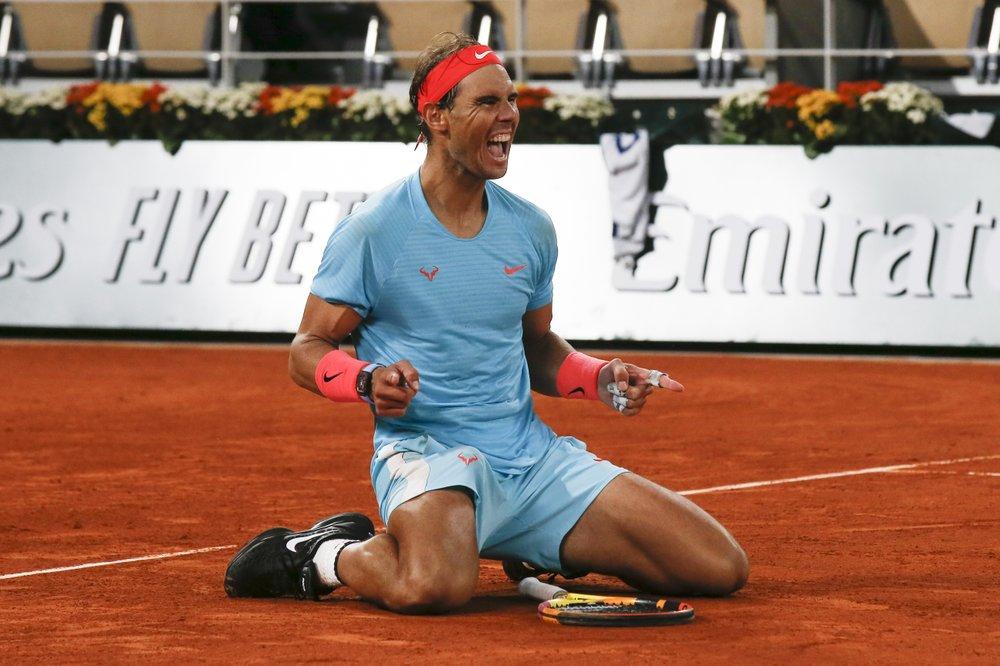 Nadal mừng chức vô địch thứ tư liên tiếp tại Roland Garros. Ảnh: AP.