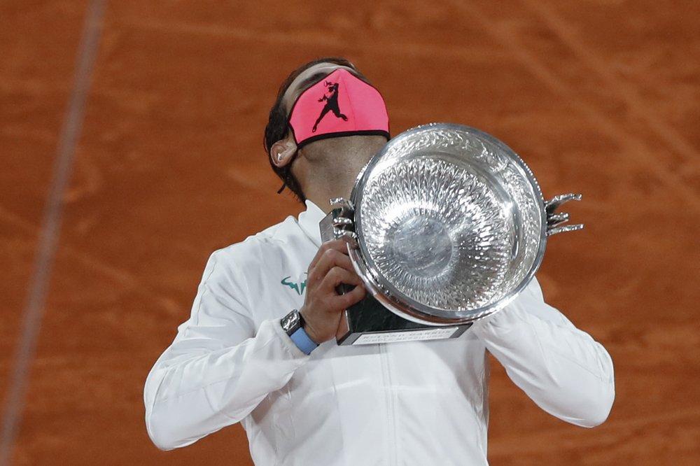 Nadal đoạt cup sau khi không thua set nào trong cả giải. Ảnh: AP.