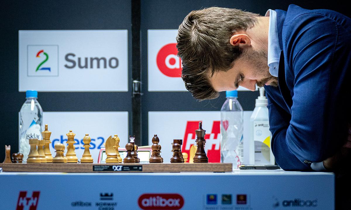 Trong chuỗi 125 ván cờ tiêu chuẩn bất bại, Carlsen rơi vào thế thua trong bốn ván nhưng thoát thua. Lần này, anh không thể xoay chuyển tình thế trước Duda. Ảnh: Lennart Ootes/Norway Chess