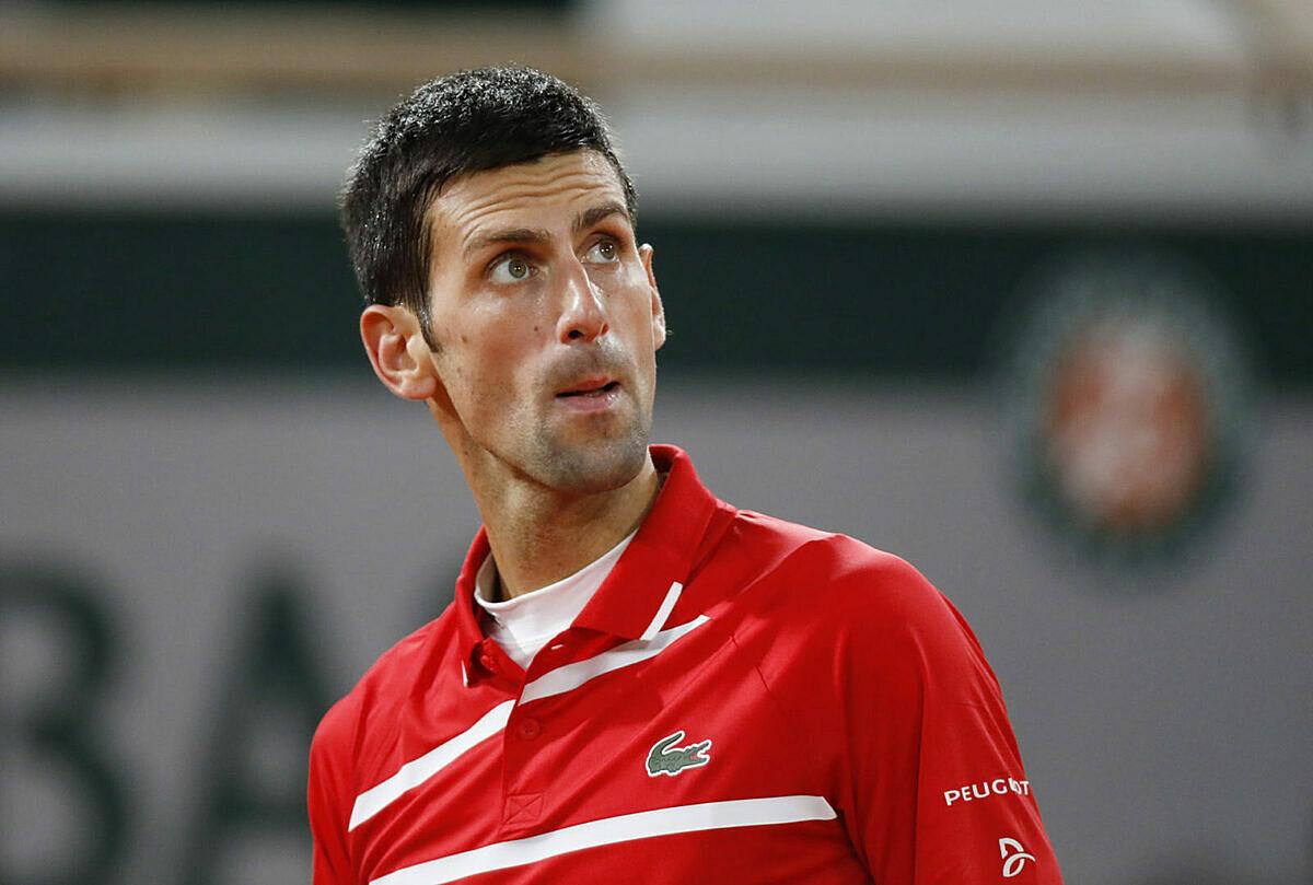 Djokovic tự đánh hỏng 52 lần ở chung kết, nhiều gần gấp bốn lần Nadal. Ảnh: Reuters.