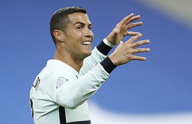 Ronaldo chưa thể có bàn thắng nào vào lưới tuyển Pháp. Ảnh: Reuters.