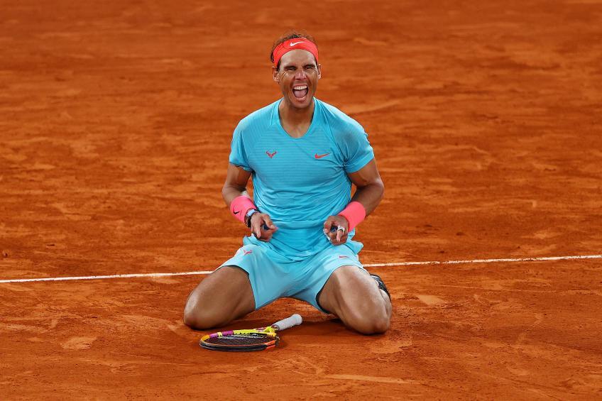 Nadal vui mừng sau khi thắng Djokovic ở chung kết Roland Garros 2020. Ảnh: AFP.