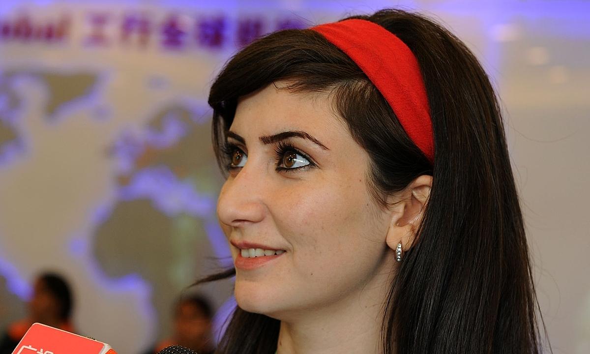 Raya trả lời phỏng vấn tại Asiad 2010 tại Quảng Châu, Trung Quốc. Ảnh: AFP