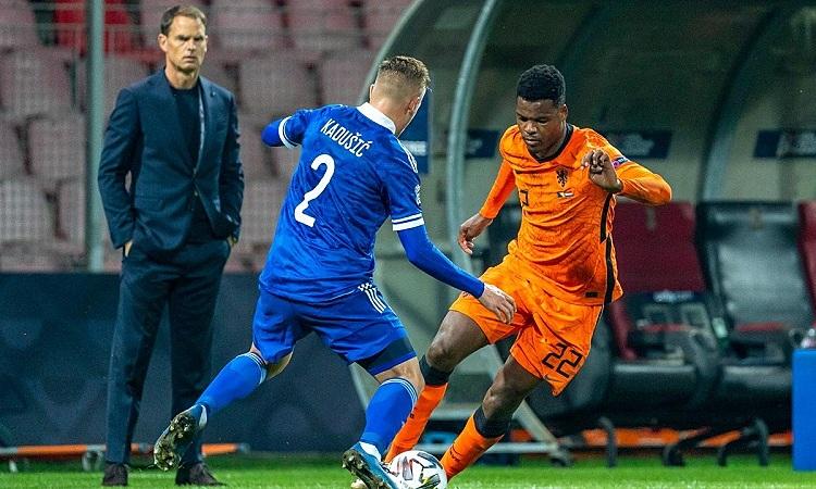 De Boer chưa thể giành chiến thắng đầu tiên trên cương vị HLV tuyển Hà Lan. Ảnh: Pro Shots.