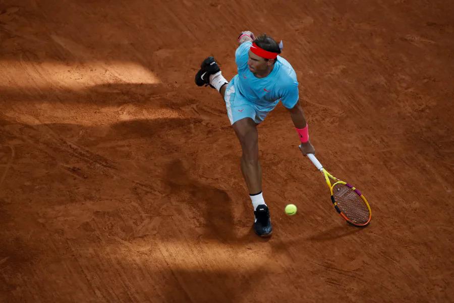 Nadal thắng Djokovic ở sáu trong bảy lần đối đầu tại Roland Garros. Ảnh: AP.