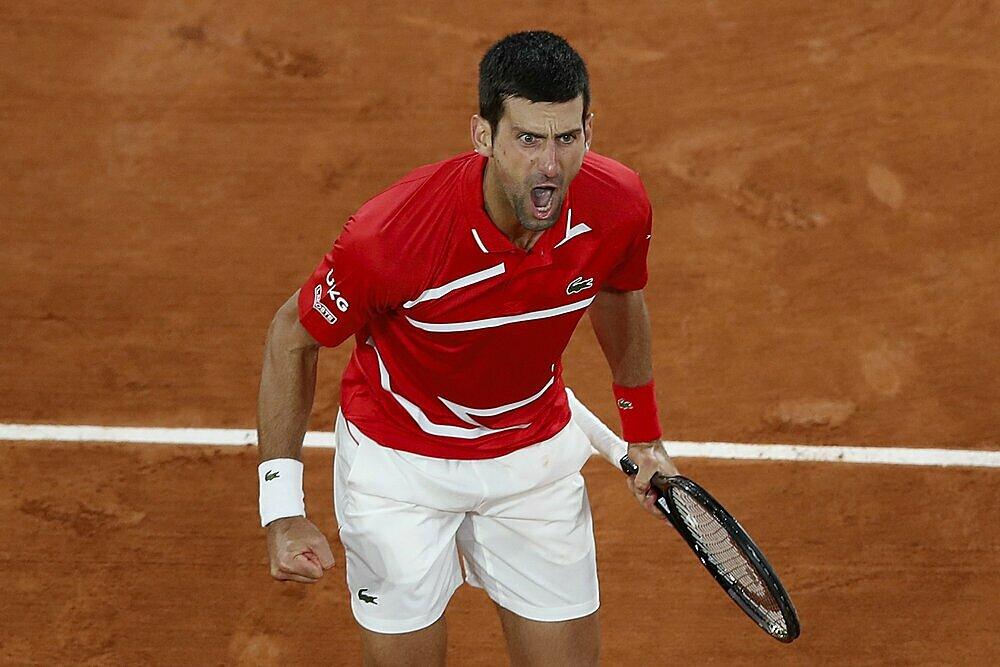 Trận thua Nadal ở Roland Garros khiến Djokovic kém đối thủ ba Grand Slam. Ảnh: AP.