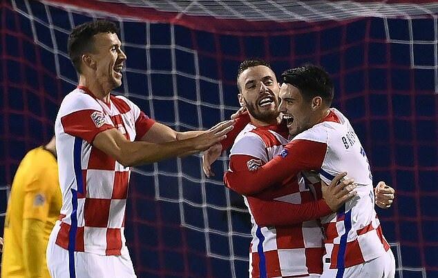 Vlasic (giữa) gỡ hòa 1-1 cho Croatia. Ảnh: AFP.