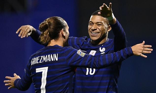 Griezmann (trái) và Mbappe ghi hai bàn giúp Pháp hạ Croatia. Ảnh: AFP.