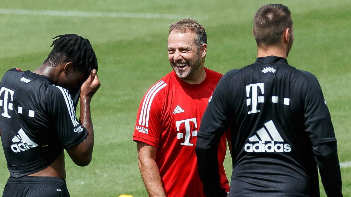 Hansi Flick hướng đến danh hiệu thứ tư cùng Bayern. Ảnh: UEFA.