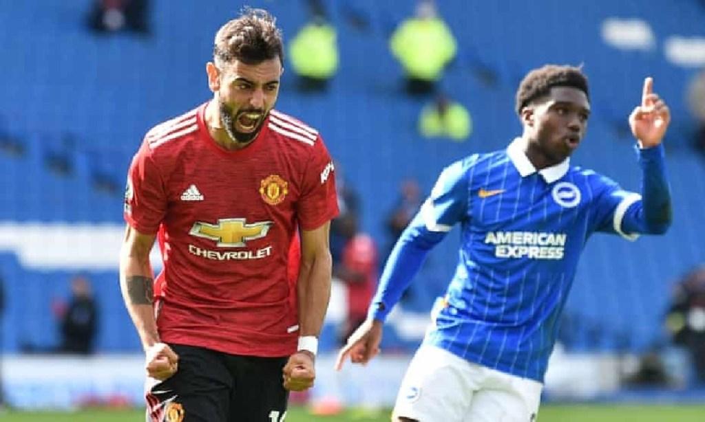 Man Utd (áo đỏ) vừa thắng Brighton, trên thế thua. Ảnh: Reuters