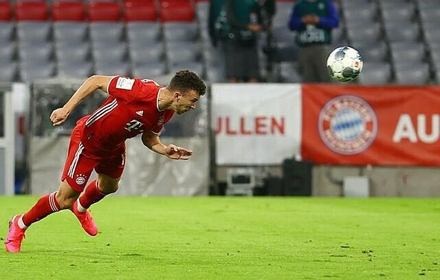 Perisic mở tỷ số cho Bayern trong thế trống trải. Ảnh: DFB.