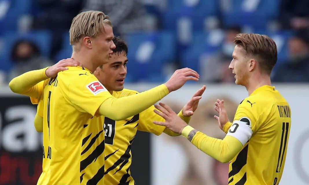 Reus (phải) chia vui cùng Haaland (trái) và Reyna (giữa) sau bàn thắng duy nhất trận. Ảnh: Bundesliga