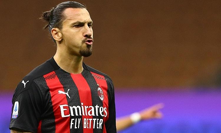 Ibrahimovic giúp Milan xây chắc ngôi đầu bảng Serie A. Ảnh: AFP.
