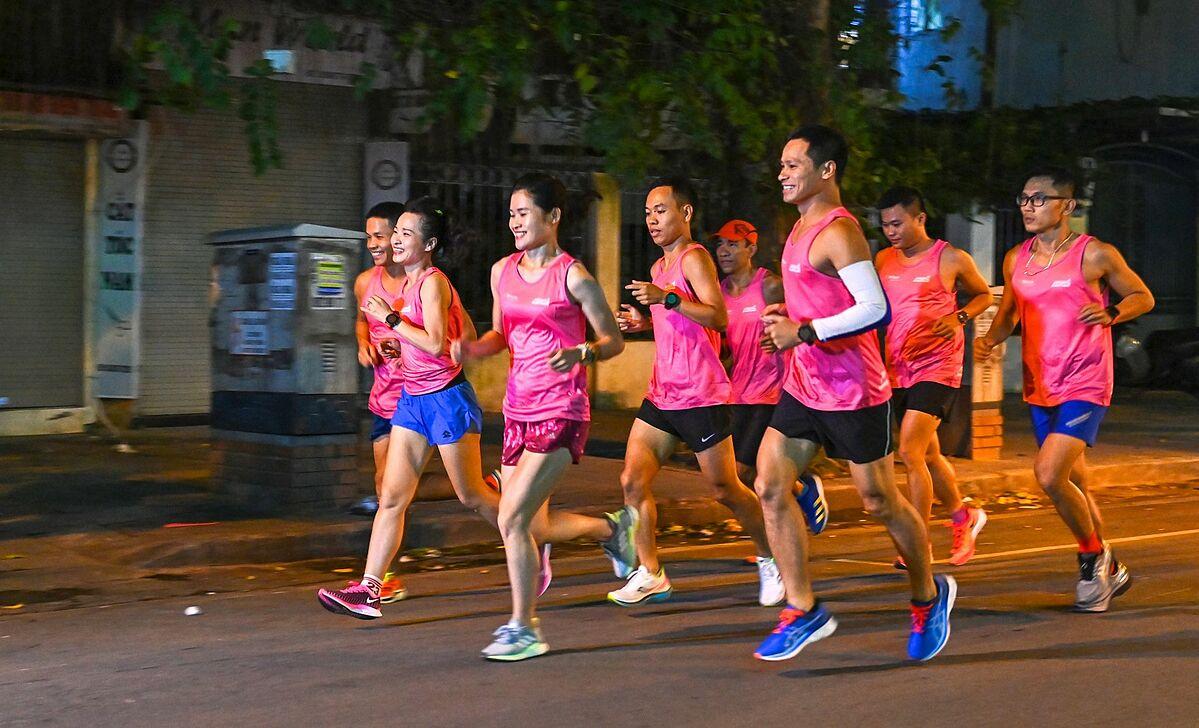 Chấn thương khi chạy bộ là điều không thể tránh khỏi, bạn lắng nghe cơ thể để điều chỉnh chế độ tập luyện, dinh dưỡng. Ảnh: Giang Huy