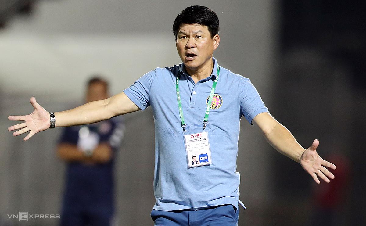HLV Vũ Tiến Thành cho răng, cuộc đua vô địch V-League năm nay còn nhiều gay cấn. Ảnh: Đức Đồng.