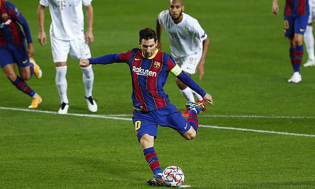 Messi mở tỷ số cho Barca trên chấm 11m. Ảnh: AP.