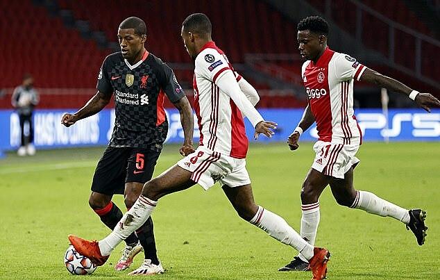 Wijnaldum (trái) là một trong bốn trụ cột Liverpool đá trọn 90 phút, cùng Fabinho, Robertson và Alexander-Arnold. Ảnh: PA.