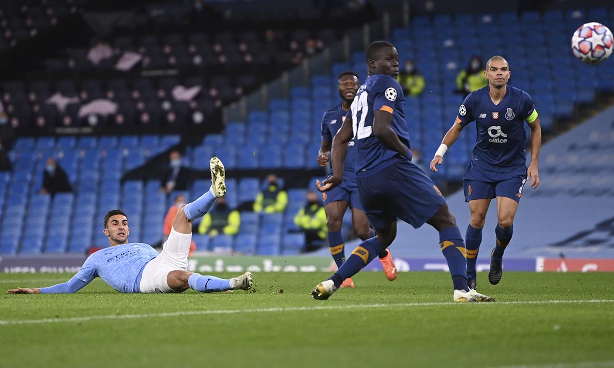 Torres ấn định thắng lợi 3-1 cho Man City ở phút 70. Ảnh: AP
