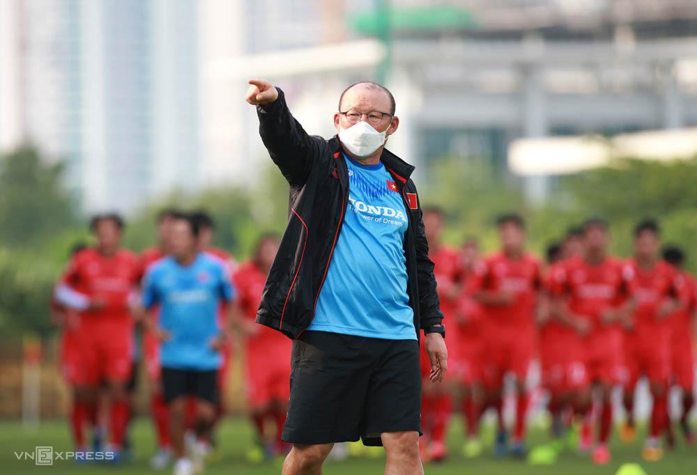 Covid-19 làm đảo lộn mọi kế hoạch HLV Park Hang-seo chuẩn bị cho đội tuyển và U22 Việt Nam. Ảnh: Lâm Thỏa