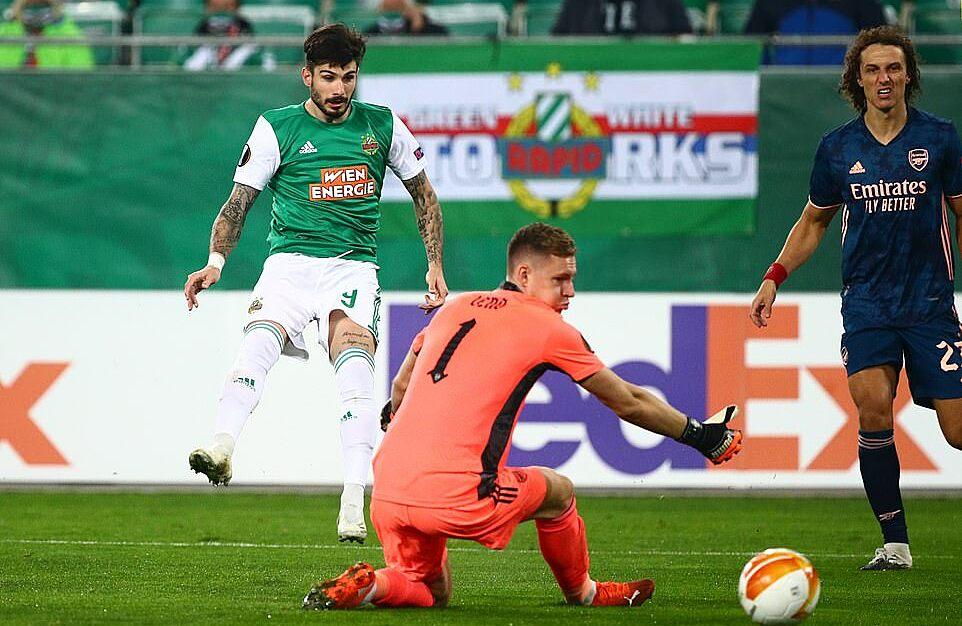 Fountas ghi bàn sau khi đồng đội tận dụng sai lầm khó tin của thủ môn Leno. Ảnh: Reuters