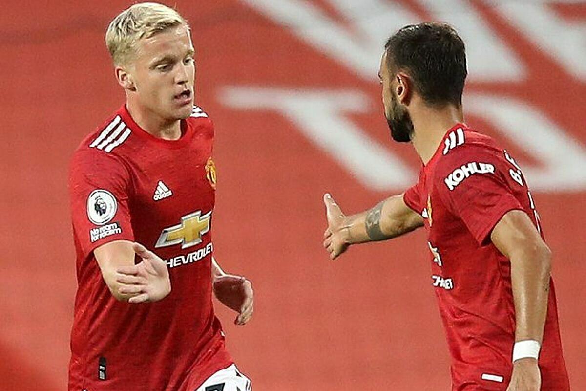 Van de Beek (trái) chỉ được xem như phương án dự phòng cho tuyến giữa của Man Utd. Ảnh: Triball.