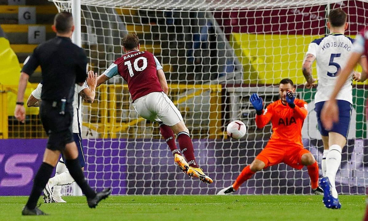 Thủ môn Lloris bốn lần phải cứu thua trận này. Ảnh: Reuters