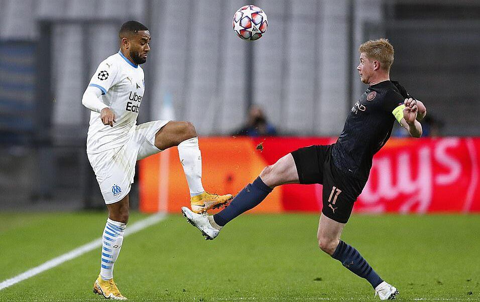 De Bruyne (phải) kiến tạo bàn thứ 87 cho Man City trận này. Ảnh: EPA