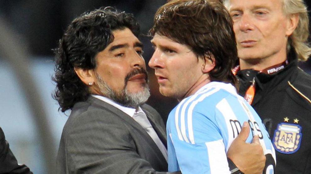 มาราโดน่าเคยเป็นครูของเมสซี่ในฟุตบอลโลก 2010 ภาพ: Marca