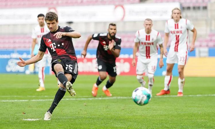 Muller sớm mở tỷ số cho Bayern. Ảnh: Reuters.