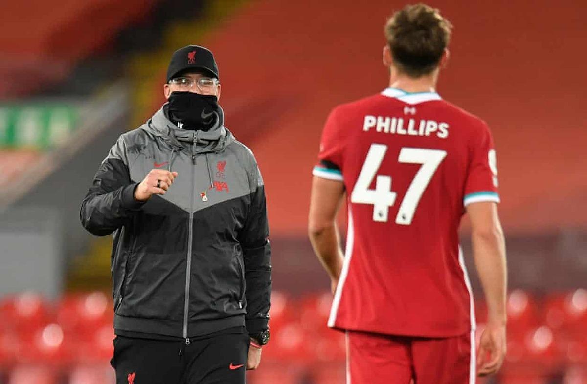 Klopp chúc mừng màn thể hiện của Nathaniel Phillips, trong trận ra mắt Ngoại hạng Anh. Ảnh: Reuters