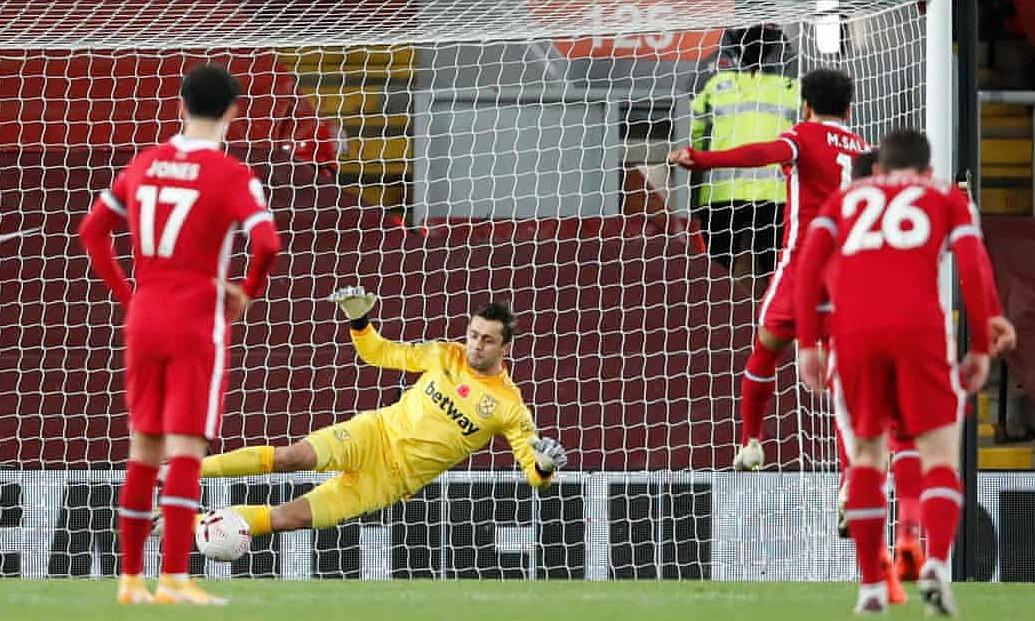 Salah ghi bàn từ 13 quả phạt đền gần nhất. Ảnh: Reuters